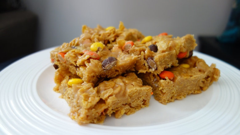 Reese's Pieces Peanut Butter Corn Flake Bars